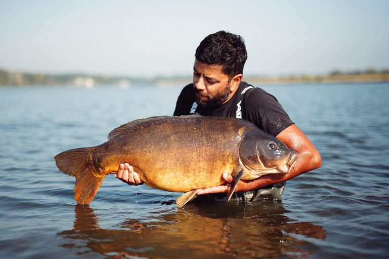 Dutch Consultant Maurice Samar with a big river whacker!